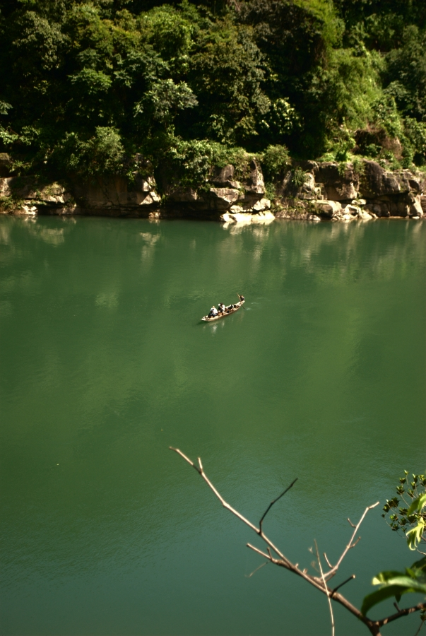 The emerald Dawki River on the way towards Tamdil.