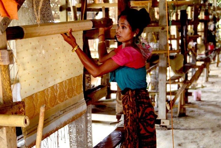 Sualkuchi-weaver
